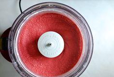 5-Minute Healthy Strawberry Frozen Yogurt