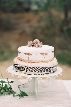 African inspired #weddingcake - photo by http://featherandstone.com.au/ - view more: http://ruffledblog.com/south-african-destination-elopement/