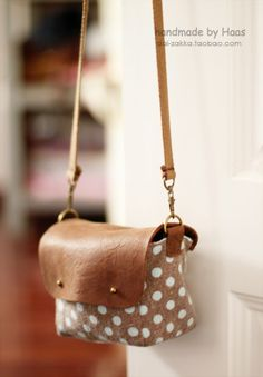 Oh! Cute camera bag ... Leather + linen