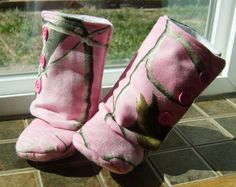 These are so cute! Baby Girl Boots  Pink Real Tree Camo by 2Fab on Etsy, $20.00
