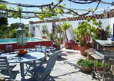 My home in the City Barcelona | Bloggers Delight-Balcony deco, flowers and wine!