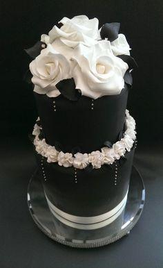 Black & white ruffle rose cake