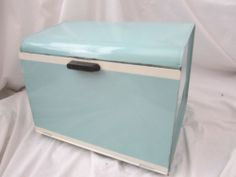 vintag bread, bread boxes, blue turquois, metal bread, vespa blue, blue bread, tin metal
