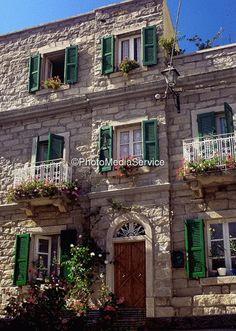 sardegna sardinia, huisj kijken, tempio pausania, architectur sardinia, sardegna italia, house facades