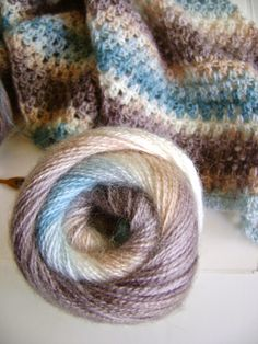 Summer shawl and the pattern is FREE - Creative Designs by Sheila Zachariae