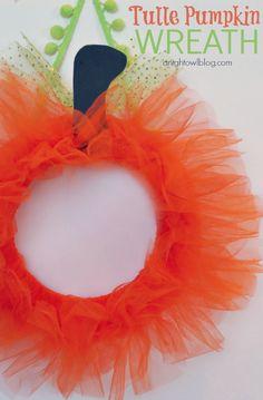 Tulle Pumpkin Wreath | #halloween #fall #pumpkin #wreaths