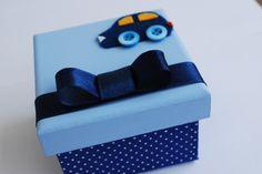 Caixinha de madeira MDF, revestida com tecido e com aplicação de feltro, botões e laço de cetim.  *Maternidade *Chá de bebê  *Aniversário   Tamanho 7x7x5    Também em outras cores