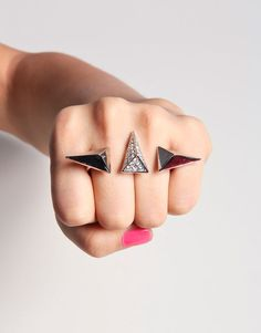 Pyramid double finger ring