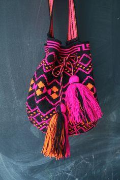 Mochila Wayuu - Black, Hot Pink, Orange Multicolor #mochila #ethnic