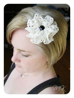 easy tutorial explaining how to make doily flowers. i'm addicted to DOILIES!