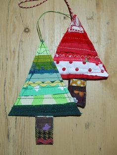 Scrappy fabric Christmas ornaments....adorable.