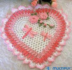 AS RECEITAS DE CROCHÊ: Coração rosa com flores e libélulas de crochê com gráfico