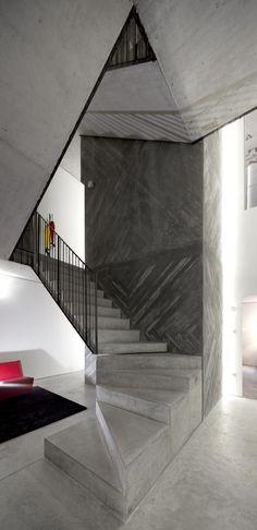 Casa do Conto - Pedra Líquida | jebiga | #architecture #interiordesign #house #stairs #staircase #interiors #design #jebiga