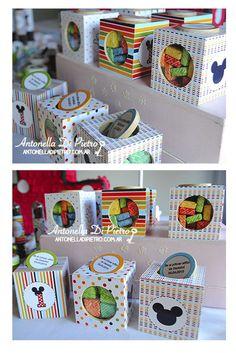 Mini-Cajitas de galletitas con caramelos, personalizadas, souvenirs, candy , party favors. http://antonelladipietro.com.ar/blog/2013/05/cumple-mickey/