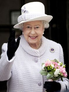 Queen Elizabeth II waves as she visits the Bank of England on 13 Dec 2012