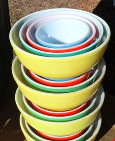 4 complete sets of 1940-50s Pyrex primary colors mixing bowls