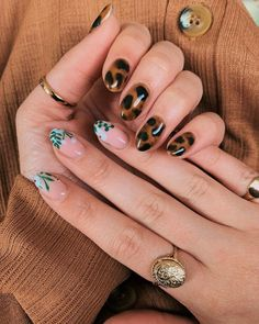 Checkout these 8 animal nail-art manicures for the summer #nails #nailart #style #summer #nailpolish #beauty Photo credit: @emilyjanelathan