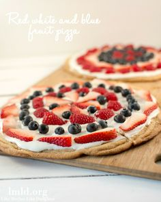 This simple red white and blue fruit pizza would make a great treat for your upcoming Memorial Day or Fourth of July BBQ or Picnic memorial day treats, birthday parties, july 4th fruit pizza, red white blue food, 4th of july, grilled pizzas, chinese food recipes, fruit cookie pizza, red white and blue fruit pizza