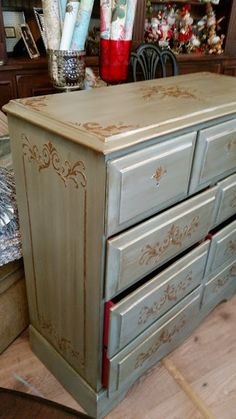 Paint Workshops at the Whistling Elk - this piece was just painted and glazed, step by step on her blog, great how to instructions!  She also used Pale Gold and Embossing Medium! #thecouturecollection #paintcouture #paintedfurniture