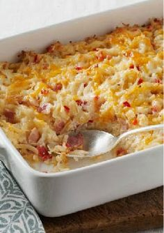Cheesy Hash Brown Casserole -- This cheesy, bacon-y hash brown casserole is a super side dish recipe for any time of the day!