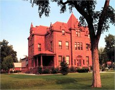 The Moss Mansion in Billings, Montana. I used to pass this home everyday on my way home from school. I LOVE IT!~