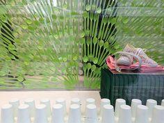 Escaparates de primavera 2013 (y II): originalidad y colores vivos. #shop #escaparate #windowdisplay #storewindow