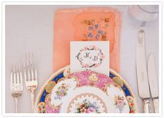 floral dinnerware and peach napkins