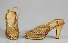 Gold leather and metallic lace evening shoes, by J&J Slater, American, 1938-1943. 1930s accessori, sapato 1930, shoe