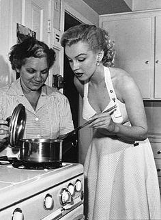 M. Monroe & house keeper Eunice Murray. c. 1950