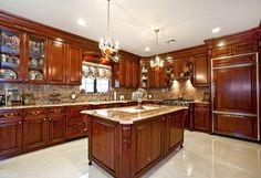 Rich wood kitchen de
