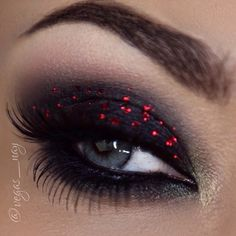 Black and red glitter eyeshadow #eye #makeup