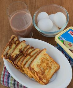 Todays breakfast ,  French toast with Desi style .  A pinch of turmeric powder really added the taste and color!     http://biocurmin.blogspot.com/2013/03/tac-dung-cua-nghe-trong-dieu-tri-viem-hang-vi-da-day.html