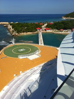 Welcome to Labadee. Oasis of the Seas.
