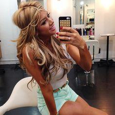 ♥♥headpiece, hair & outfit cute!