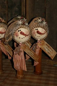 Thee are just to cute.  Maybe next year.   Same blog, excellent tutorial ornies-and-other-christmas-items