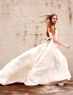 Runaway Bride. Xk #kellywearstler #myvibemylife #bridal #wedding #dress