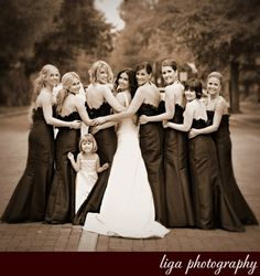 A bride and her ladies ...  Image courtesy of: Abby Liga