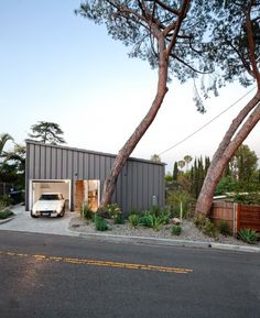 The Big & Small House - We need more utilitarian construction!