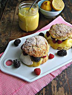 Buttermilk scones with lemon curd
