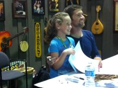 Josh Turner making the fans smile at our Cracker Barrel booth!