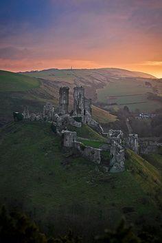 Corfe Castle, Dorset, England, photo by Richard Pardon
