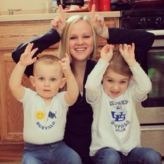 Ethan, Isabella, and Sarah have their #HornsUp in preparation for this weekend's Famous Idaho Potato Bowl! Do you? Thanks for sharing! #BowlingBulls #uBuffalo Join us at: http://www.buffalo.edu/goubbulls.html