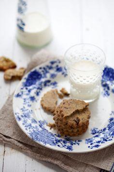 pistachio, oat and chocolate shortbread cookies