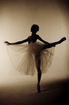 Ballerinas are one of the ultimate symbols of grace, elegance, femininity and beauty in my eyes.