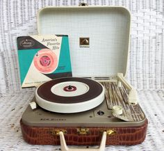 RCA Victor Portable Record Player in Faux Croco Case #rarity