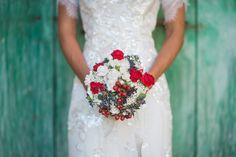 Bukiet ślubny biało - czerwony