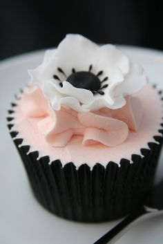 Anemone cupcake by The Clever Little Cupcake Company (Amanda), via Flickr