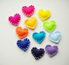 I ♥ these cute and colourful felt hearts =)