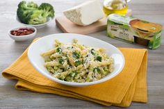 Strozzapreti con broccoli siciliani e ricotta salata