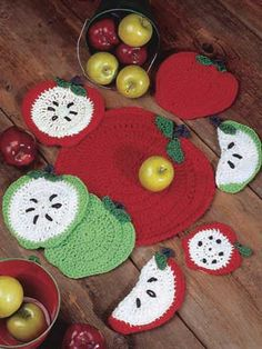 Apple coasters, potholder and placemat - free crochet pattern